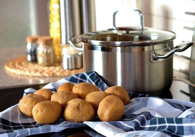 kiedy solić ziemniaki
