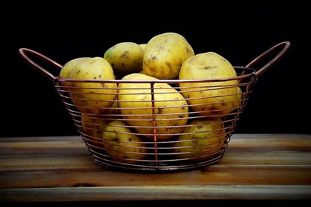 Wylewasz wodę po ugotowanych ziemniakach